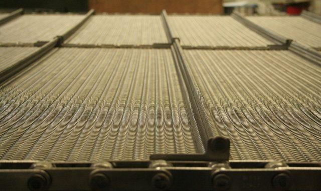 Nastri trasportatori e reti metalliche Larioreti Sas: garanzia di soddisfazione e precisione ai massimi standard